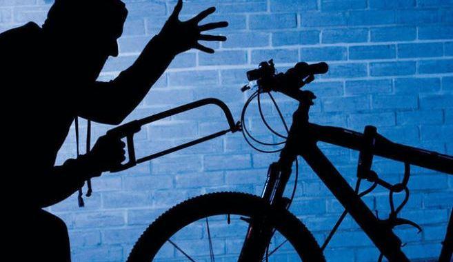 Zog velosipēdus un brauc dzērumā