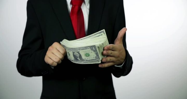 Kāpēc deputāti saņem kompensācijas?