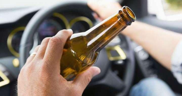 Sadzēris šoferis iebrauc pretējā joslā