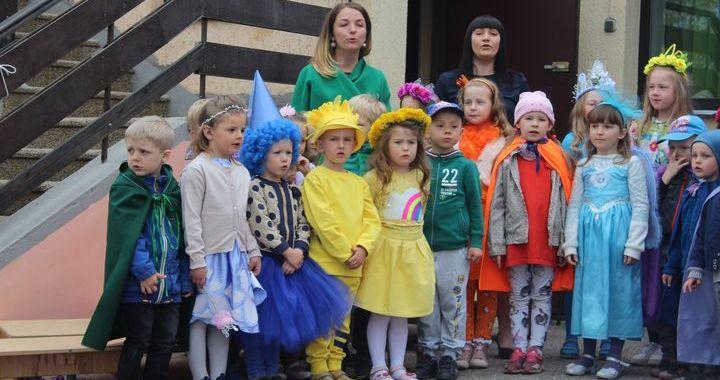 Atklāj laukumiņu bērnudārzā «Ķipars»