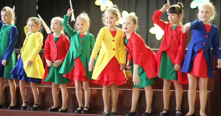 Viesatās bērnu pašdarbnieku festivālā «Sirdī prieks» /FOTO/