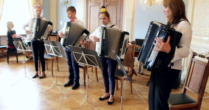 Koncertā tiekas Izjuma un Tukuma mūzikas skolu bērni