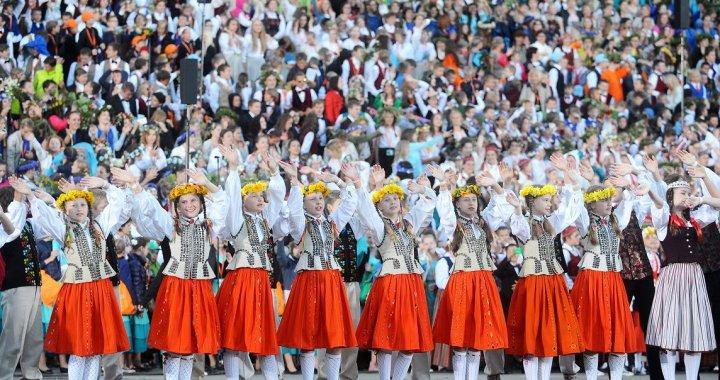 Visticamāk, skolēnu dziesmu un deju svētki tiks pārcelti