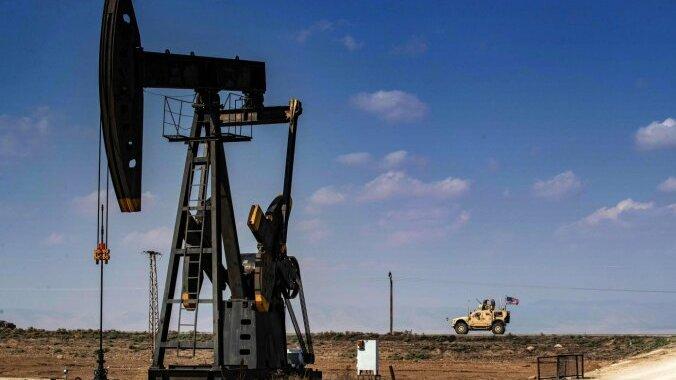 Pārprodukcijas dēļ ASV naftas cenas pirmo reizi noslīdējušas zem nulles