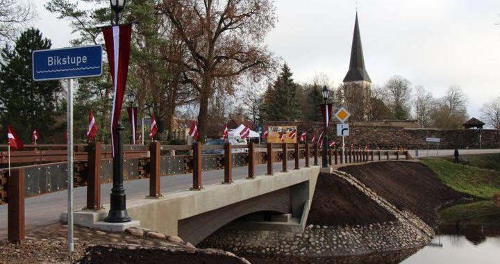 Jaunpilī auto taranē tiltu