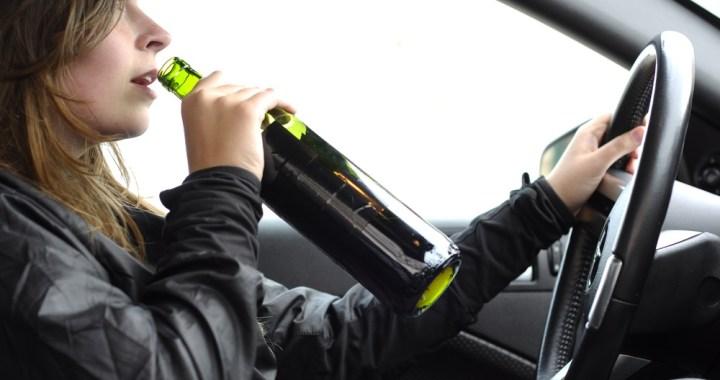 Pateicoties policijas veiksmīgai sadarbībai ar iedzīvotāju aiztur sievieti, kura vada automašīnu alkohola reibumā
