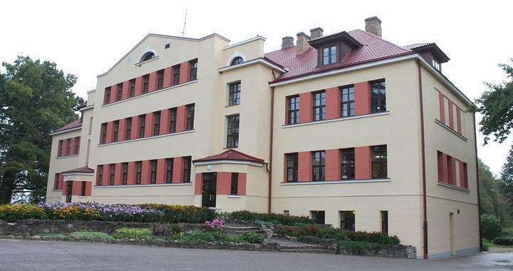 Telpas Jaunpils vidusskolā ir, bet trūkst mācībspēku