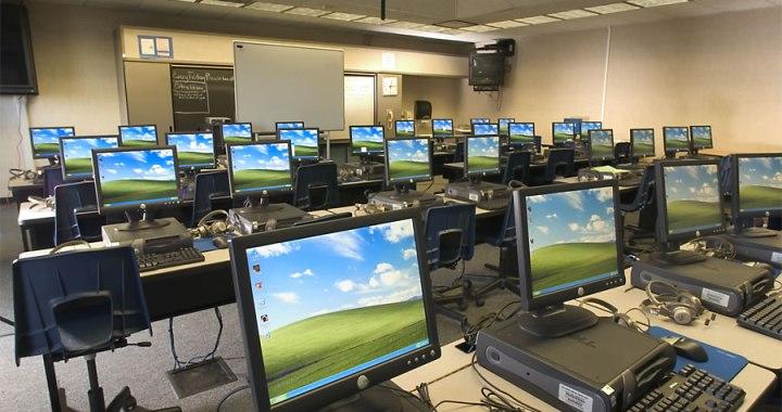 Skolas saņems datorus