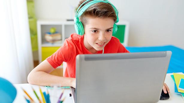 """Skolēni aicināti piedalīties attālinātās mācīšanās atziņu konkursā """"Mācos pats""""!  Galvenajās balvās – portatīvie datori."""