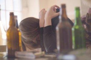 Tukumā meitene saindējas ar alkoholu un nonāk slimnīcā