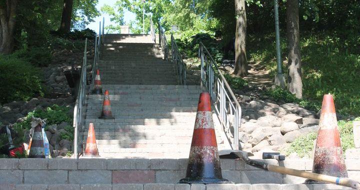 Sāk labot Rīgas ielas kāpnes