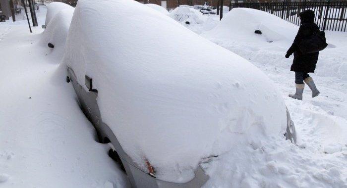 Intensīva snigšana turpināsies arī piektdien