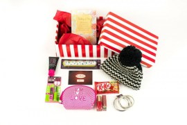 Shoebox Montreal Gifts Christmas Holidays Presents Canadian Woman Shelter Non-profit