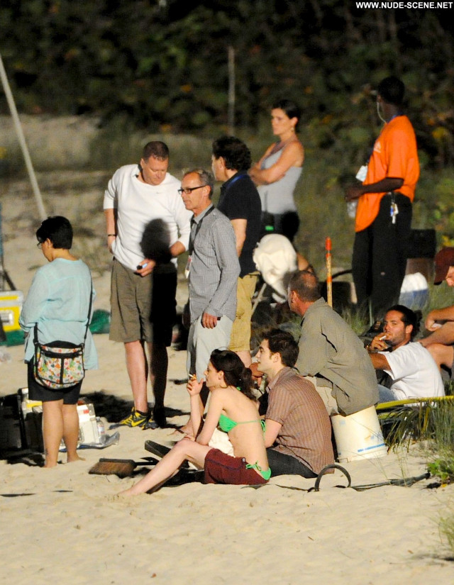 Robert Pattinson Breaking Dawn Beach Celebrity Posing Hot Beautiful