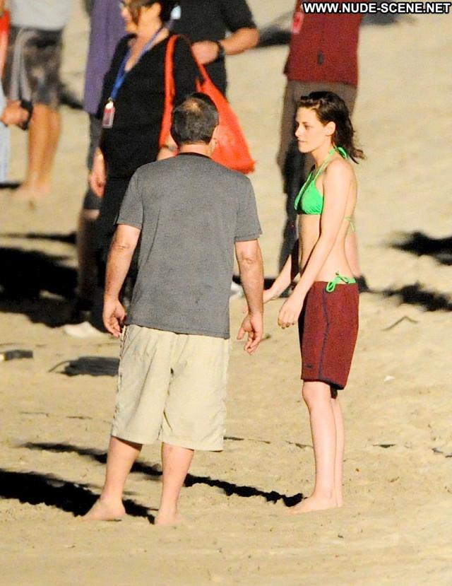 Robert Pattinson Breaking Dawn Beautiful Beach Posing Hot Celebrity