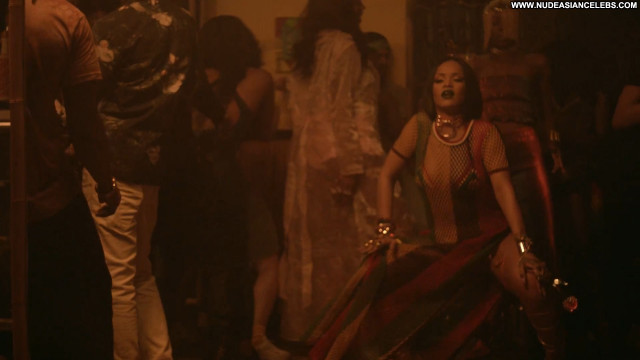 Rihanna Braless Babe Beautiful Celebrity American Posing Hot Singer