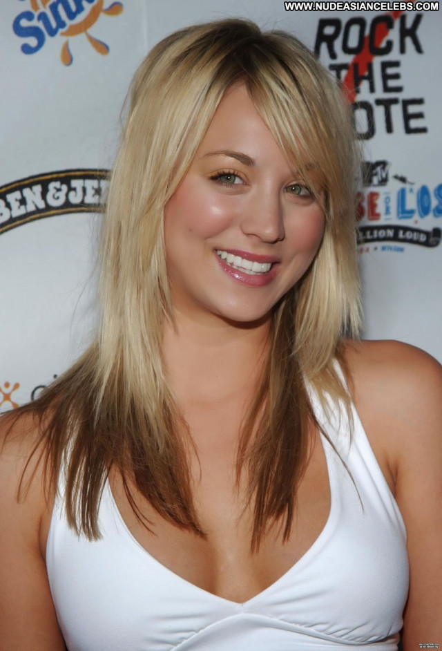 Kaley Cuoco Babe Beautiful Celebrity Concert Bus Posing Hot Female