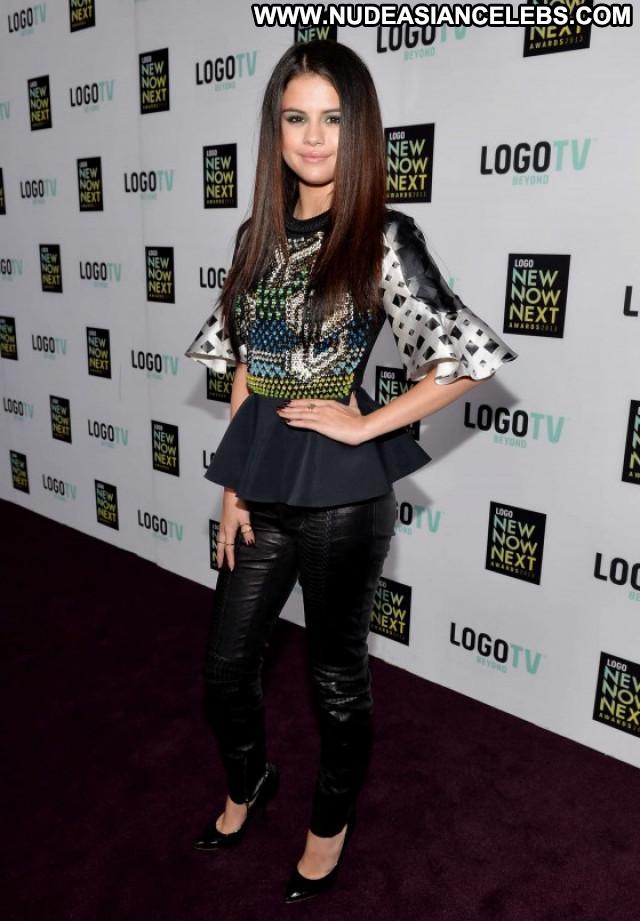 Selena Gomez Los Angeles Celebrity Beautiful Posing Hot Awards Angel