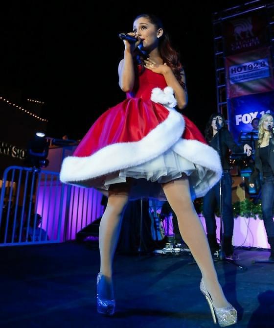 popstar ariana grande christmas outfit