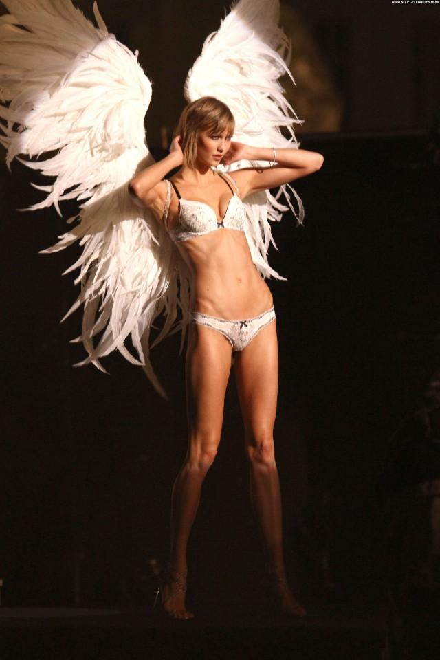 Karlie Kloss High Resolution Posing Hot Beautiful Babe Celebrity