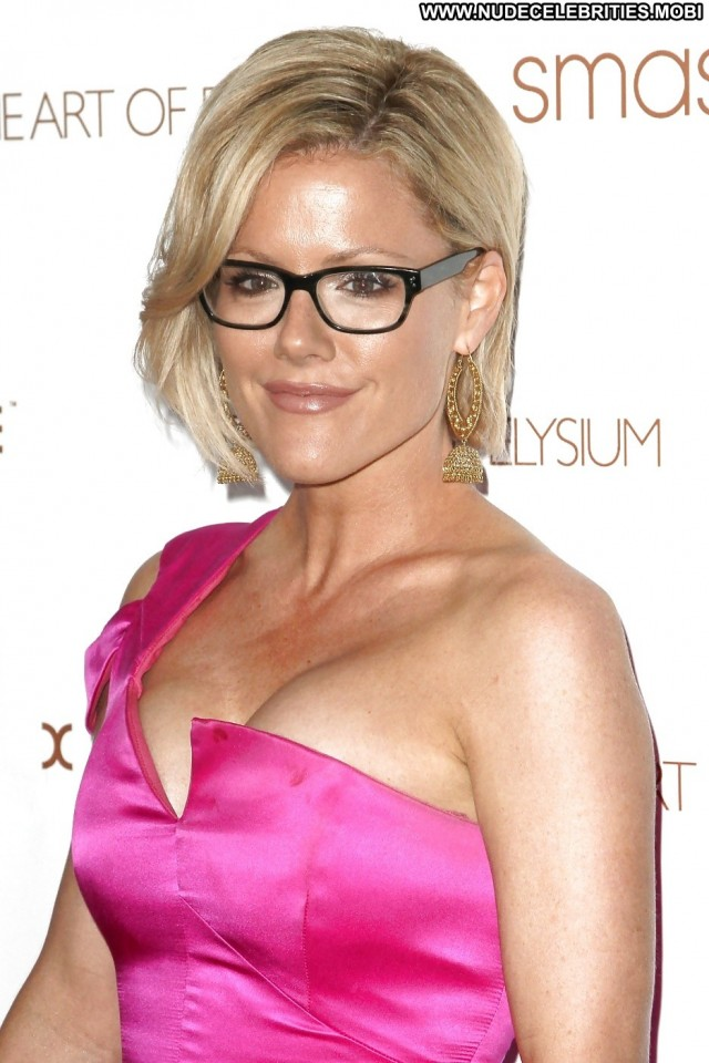 Kathleen Robertson Pictures Movie Tits Celebrity