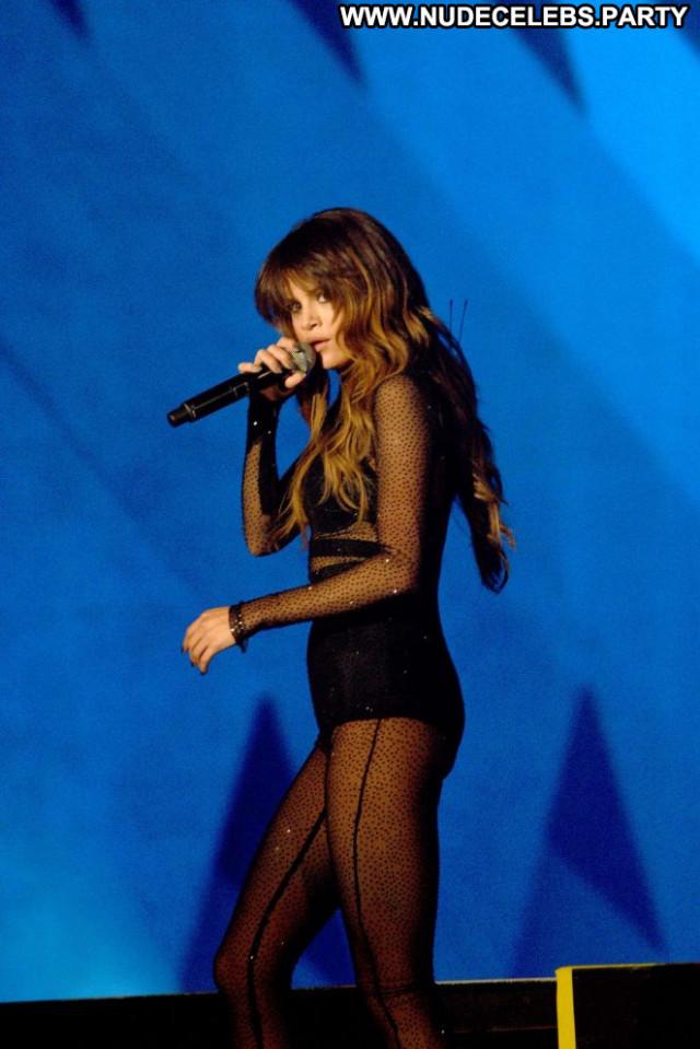 Selena Gomez Posing Hot Babe Paparazzi Celebrity Beautiful Famous