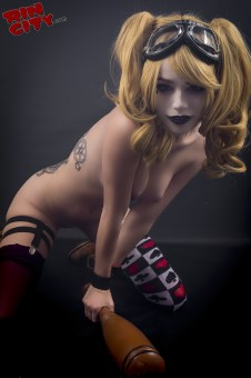 Harley-Quinn-Nude-Rin-City-Cosplay-58-ZbrrzbA