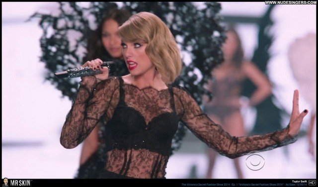 Taylor Swift The Victorias Secret Fashion Show Small Tits Singer