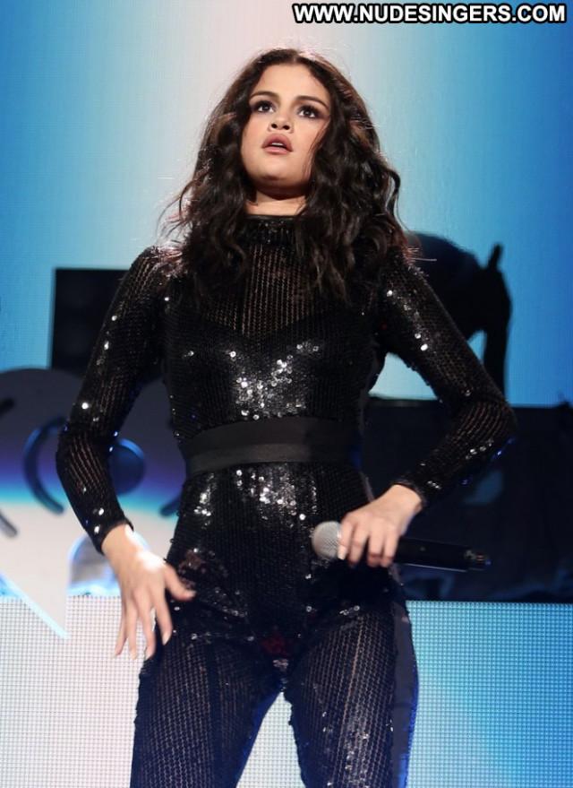 Selena Gomez Beautiful Celebrity Paparazzi Posing Hot Babe Doll Cute