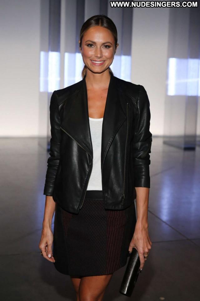 Stacy Keibler Fashion Show Paparazzi Celebrity Posing Hot Babe