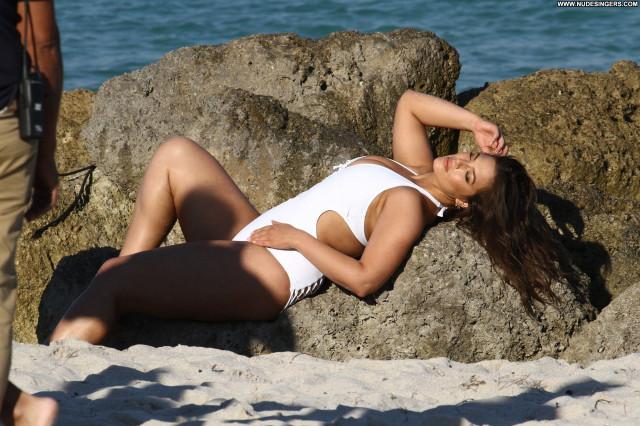 Ajak Deng The Beach Sexy Celebrity Nyc Photoshoot Male Park Bar Legs