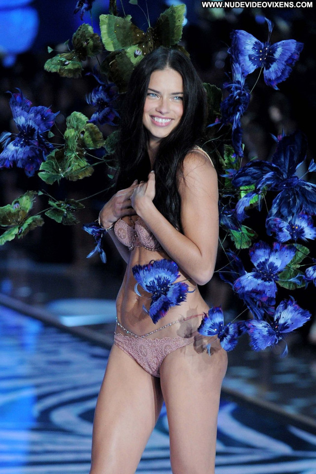 Adriana Lima Fashion Show Sexy Celebrity Posing Hot Beautiful Fashion