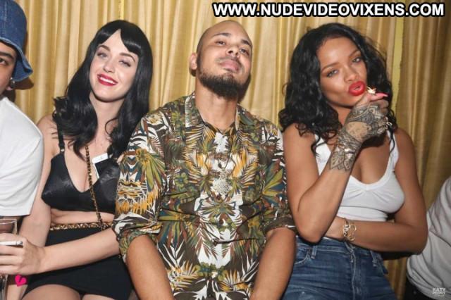 Rihanna Party Paparazzi Celebrity Smoking Beautiful Babe Posing Hot