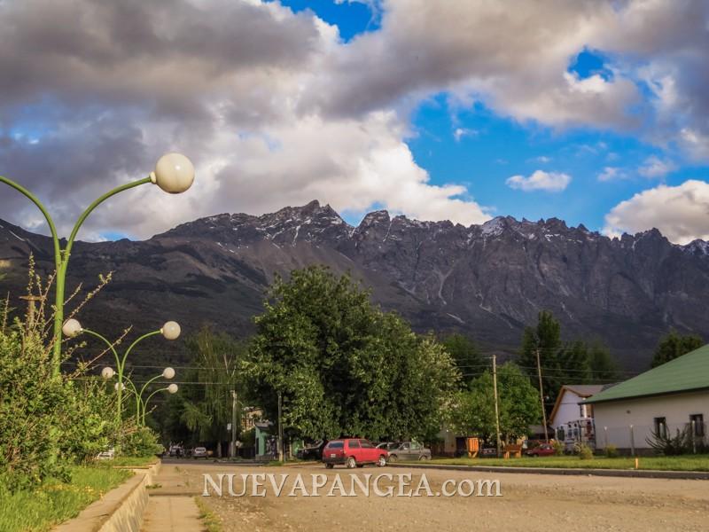 Cerro Pitriquitrón, siempre presente sobre El Bolsón
