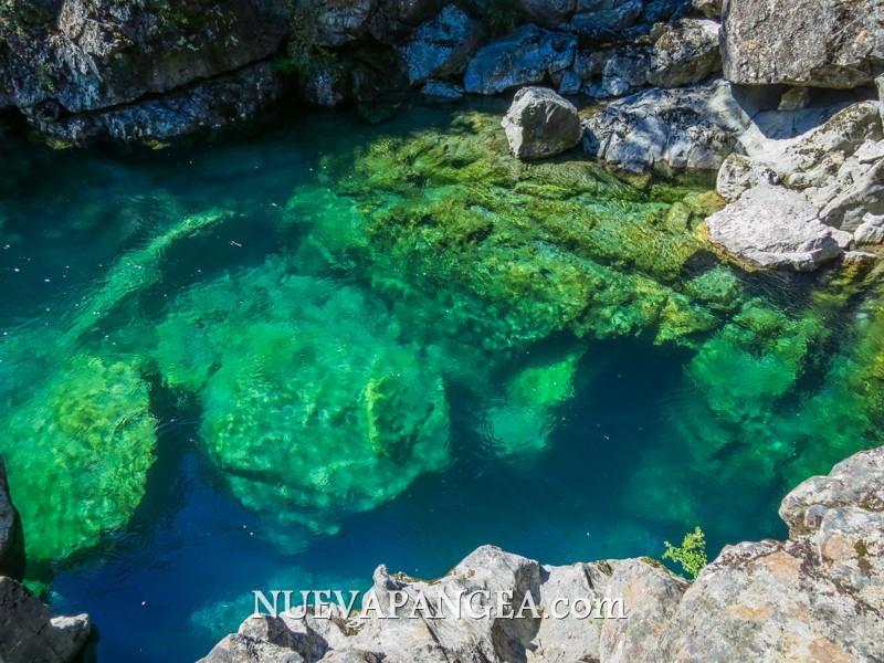 El cajón del azul (el río se llama Azul). Un color y claridad increíble, se podían ver truchas nadando en casi todos los lugares