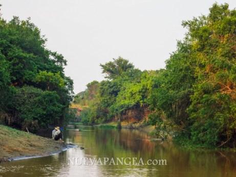 Locales en el río