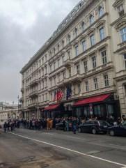 El amigo Justino Biever en Viena. Pensar que ahí una vez también se alojó Motzart....