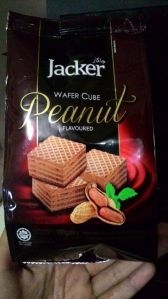 Jacker Wafer Cube Peanut Flavoured : Cocok Dilidah!