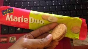 Regal Marie Duo : Marie Biskuit Sandwich Dengan Krim Vanila