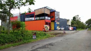 Pit Box Cafe & Resto Purwokerto : Cafe Unik Nan Senyap