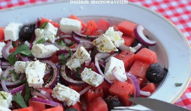 Slaatje van watermeloen, feta en zwarte olijven