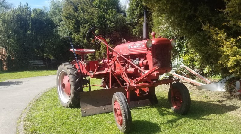 Photo of Farmall Cub tractor