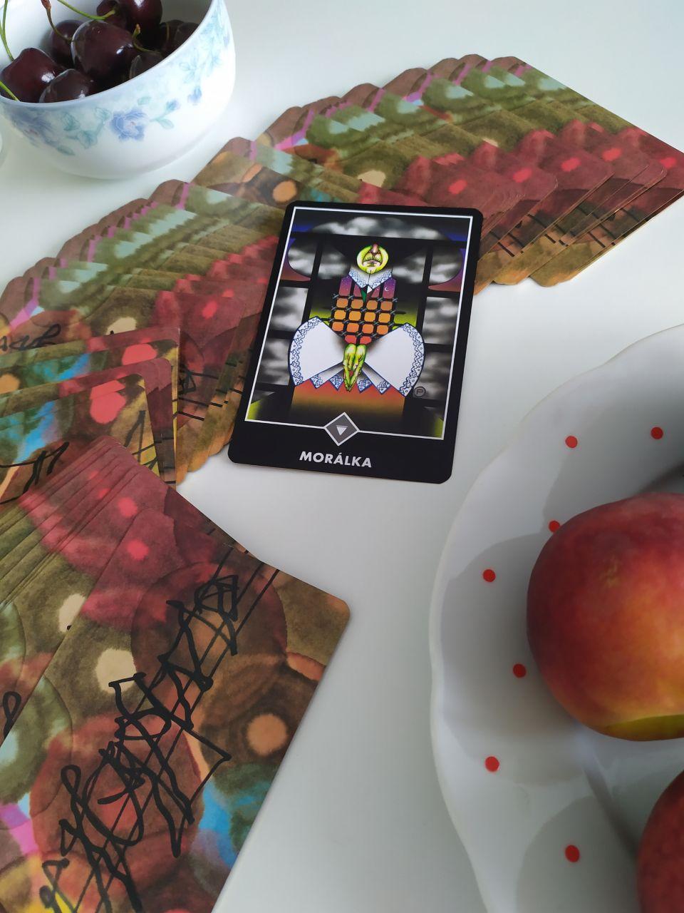 Tarotová karta Osho Zen Tarot Kráľovná mrakov Morálka