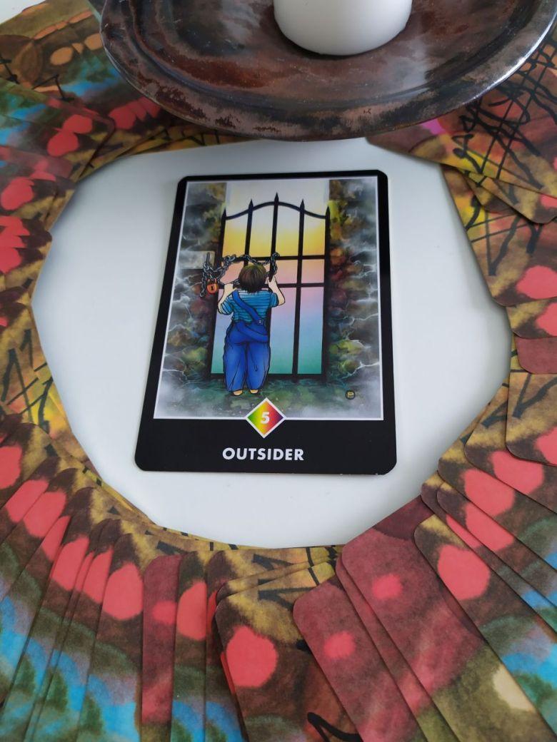 Tarotová karta Osho Zen Tarot s názvom Outsider