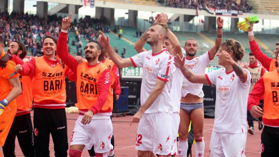 Il Bari supera il Foggia e resta solo in testa alla Serie B | numerosette.eu
