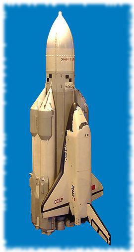 El cohete Energía adherido al transbordador Buran