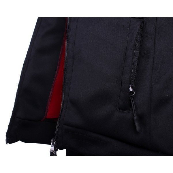 Fleece Leslie, Qhp Sporttinen takki, jossa on pehmeä fleece sisäosa kontrastivärinä punainen. Varustettu vetoketjutaskuilla,