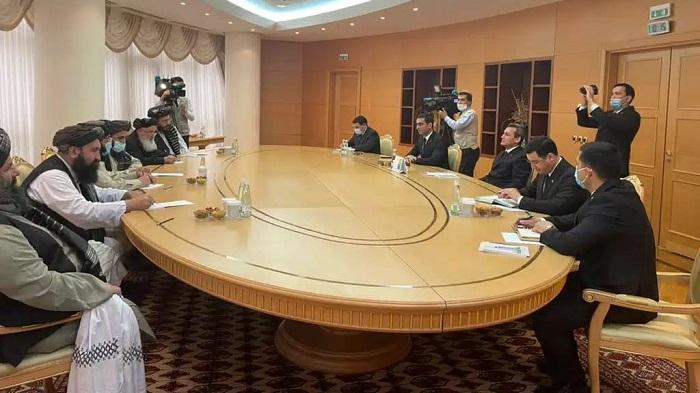 د ترکمنستان د لومړي وزیر مرستیال او بهرنیو چارو وزیر سره د طالبانو د سیاسي مرستیال ملا عبدالغني برادر او مل پلاوي ملاقات