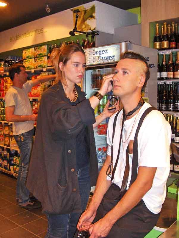 portrait Nunsu artiste maquillage Carrefour City Epernay dans le clip Pôle Emploi du rappeur français Nunsuko