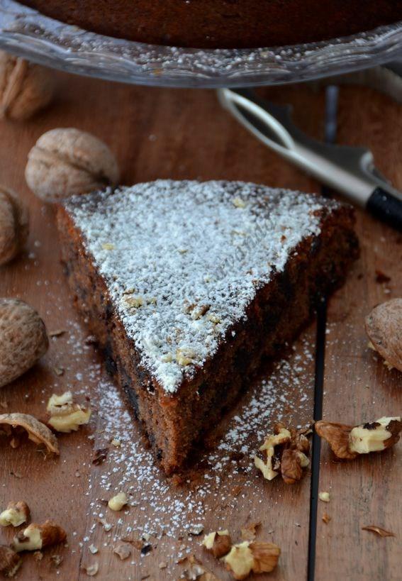Torta al cioccolato fondente con noci e nocciole